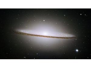 Спитцер обнаружил две галактики в одной