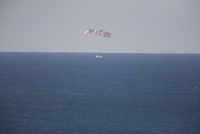 NASA проводит тестирование парашютной системы аппарата Dragon