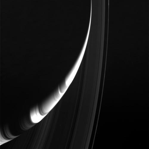 Новые снимки колец Сатурна (4 фото)
