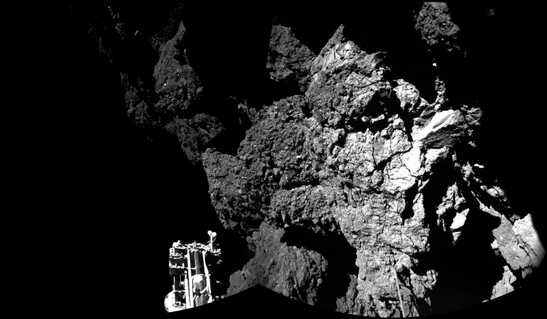 Комета снятая зондом Филы (2 фото)