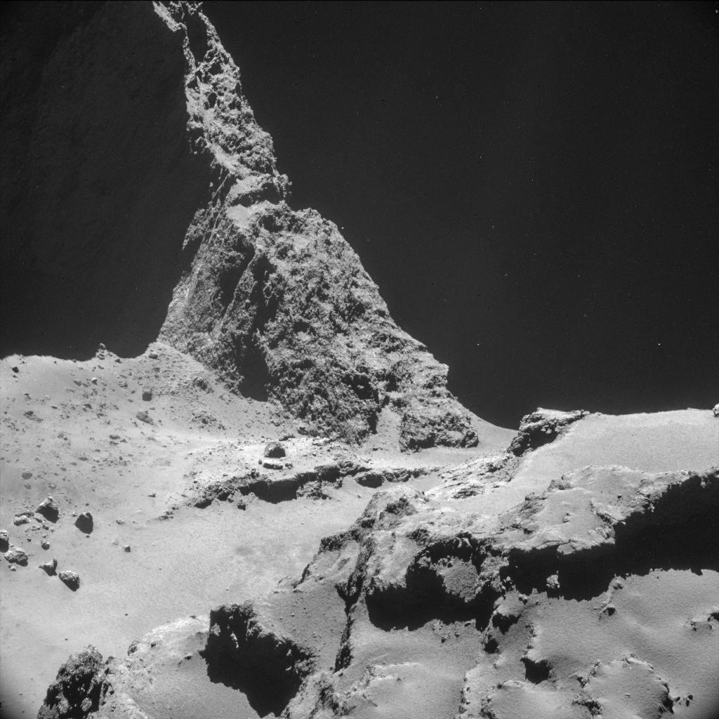 Модуль на комете Р67 «попал» в тень (2 фото)