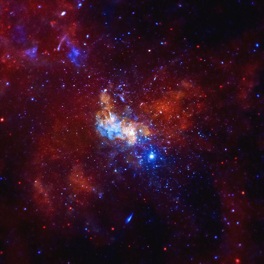 Черная дыра может оказаться фабрикой нейтрино