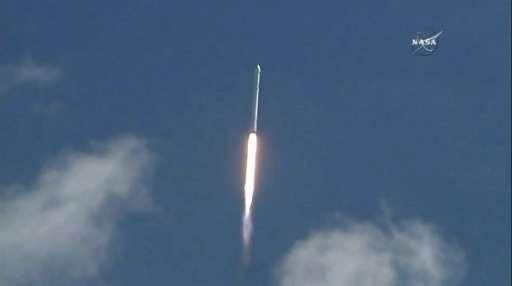 SpaceX доставит астронавтов на МКС на корабле Dragon