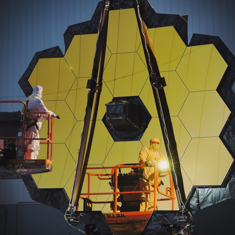 NASA завершило сборку самого огромного космического телескопа