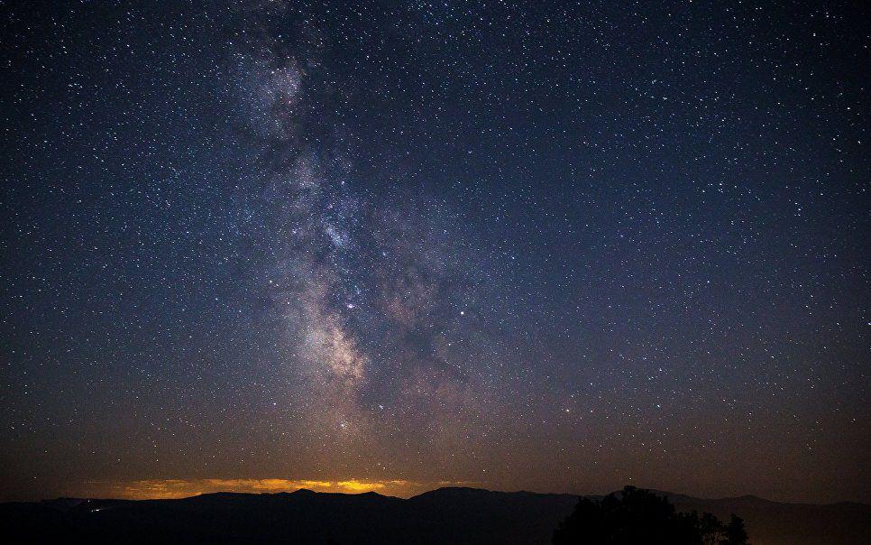 Красочная луна помешала россиянам увидеть метеорный поток Персеиды