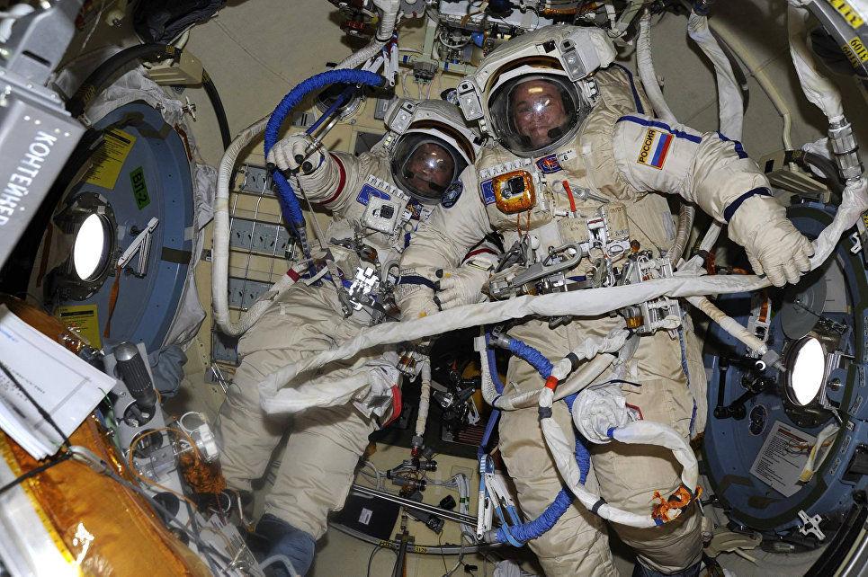 Русские космонавты впервый раз заполгода выйдут воткрытый космос
