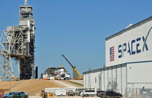 SpaceX запустила кМКС ракету Falcon 9 сгрузовым кораблем Dragon