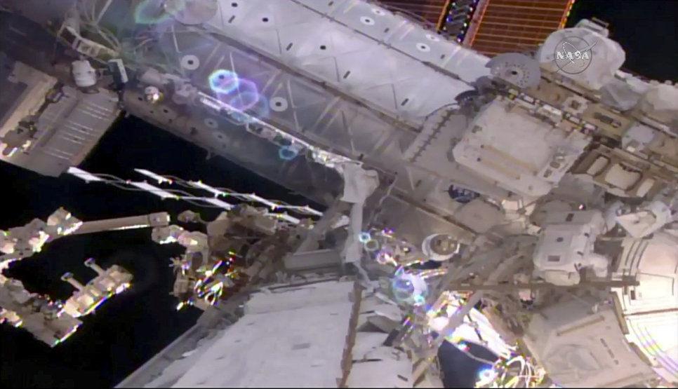 Астронавты NASA иЕКА вышли воткрытый космос