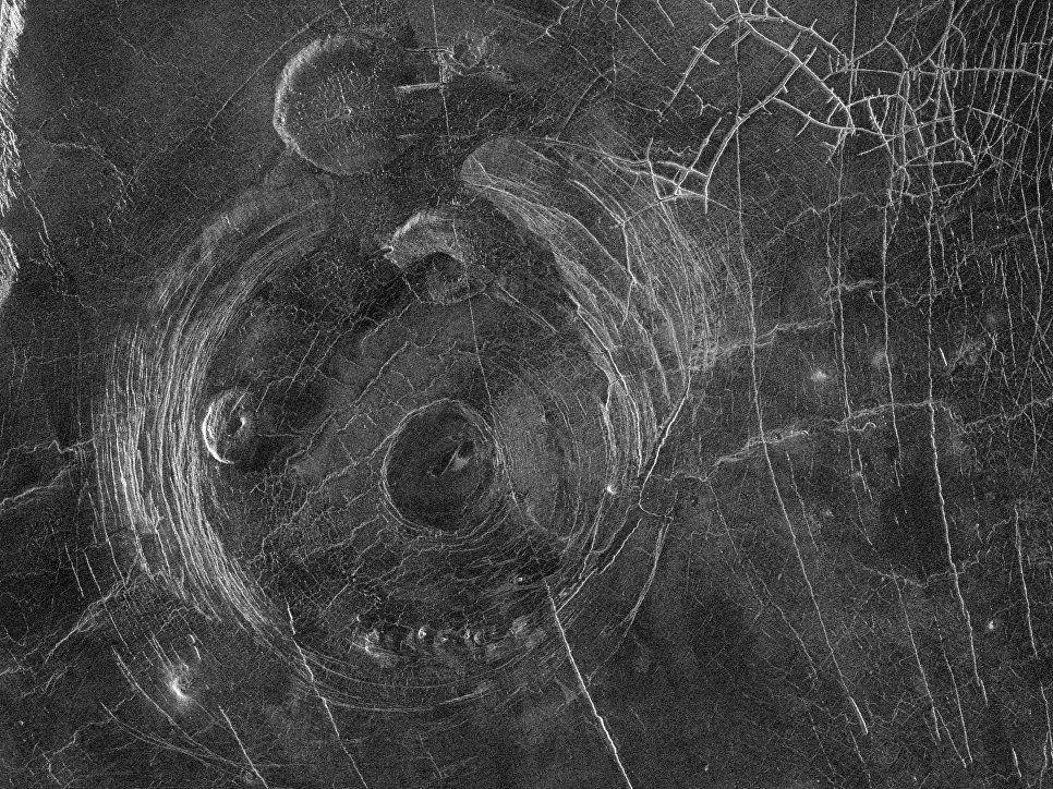 Ученые обнаружили растрескивание коры Венеры
