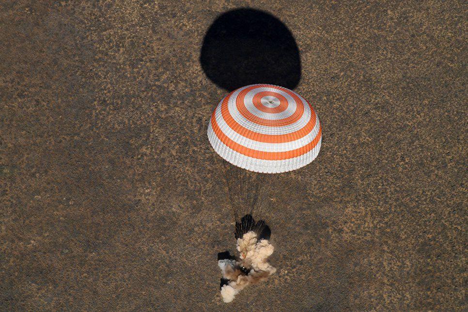 Экипаж продолжительной экспедиции наМКС возвращается наЗемлю