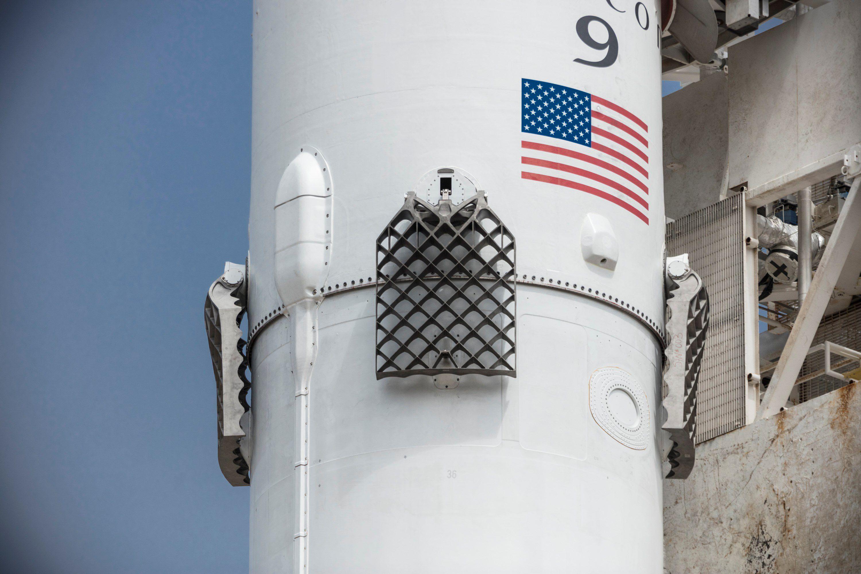 Первая ступень Falcon 9 удачно приземлилась наплавучую платформу
