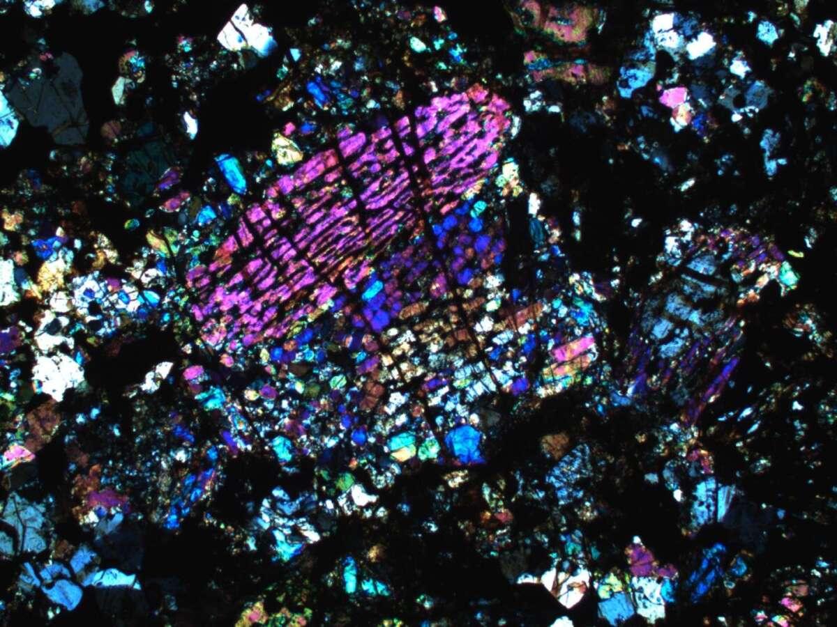 Метеорит під мікроскопом